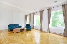 3 bed Flat in Hyde Park Estate...