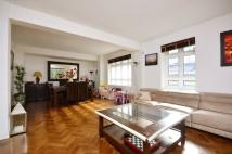3 bedroom Flat to rent in Portsea Place...
