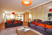 3 bed Flat in Brick Street, Mayfair...