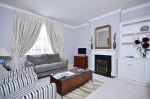 2 bed Flat to rent in Reeves Mews, Mayfair, W1K