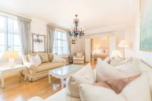 3 bed Flat to rent in South Audley Street...