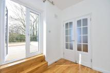 Flat to rent in Earls Court Road...