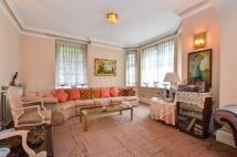3 bedroom Flat for sale in Queens Gate...