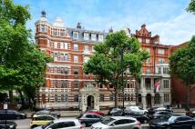 2 bedroom Flat in Queens Gate...