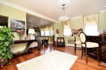 Flat for sale in Warwick Gardens...