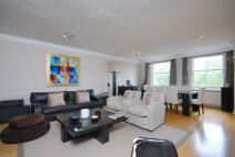 2 bedroom Flat to rent in Queens Gate...