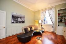 2 bedroom Flat in Queens Gate Place...