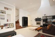 2 bedroom property to rent in Ossington Street...