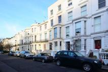 2 bedroom Flat in Campden Grove...