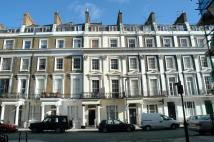 Studio flat in Devonshire Terrace...