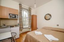 Studio apartment to rent in Devonshire Terrace...