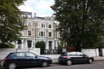 2 bedroom Flat in Elsham Road...