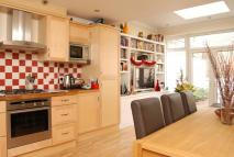 2 bedroom Flat in Ladbroke Grove...