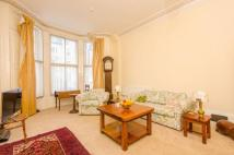 2 bed Flat to rent in Holland Road...
