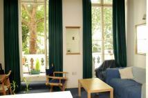 Studio flat in Westbourne Terrace...