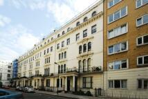 2 bedroom Flat to rent in Kensington Gardens...