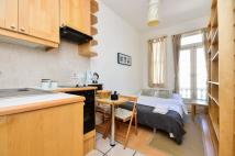 Studio flat in Fairholme Road...