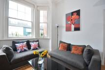 2 bedroom Flat in Barons Court Road...