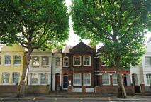 3 bedroom Flat to rent in Wandsworth Bridge Road...