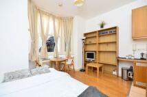 Studio apartment in Fairholme Road...