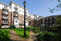Flat to rent in Brompton Park Crescent...