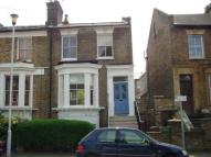 Flat to rent in Hackney E8