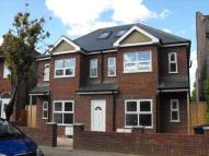 2 bed Apartment to rent in Chingford E4
