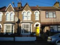 Flat to rent in Walthamstow E17