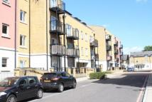 Flat to rent in Stepney E1