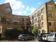 Flat to rent in Dalston E8