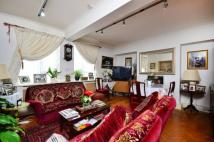 Flat for sale in Alexandra Gardens...