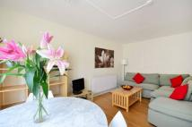 2 bedroom Flat in Ravensmede Way, Chiswick...