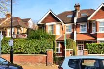 2 bed Flat in Dukes Avenue, Chiswick...