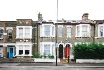 Flat to rent in Avenue Road, Acton, W3