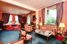 3 bed property in Kingswood Road, Chiswick...