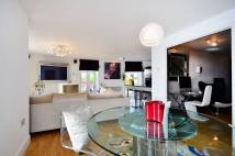 2 bedroom Flat in Holland Gardens...