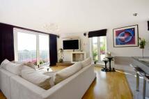 2 bedroom Flat in Holland Gardens...