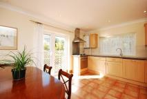 Flat to rent in Staveley Gardens...