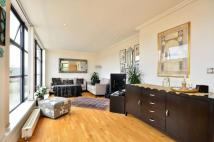 2 bed Flat in Town Meadow, Brentford...