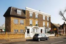3 bedroom Flat in Acton Lane, Acton, W3
