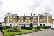 Flat to rent in Fitzroy Crescent...