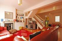 3 bedroom home in Rothschild Road...