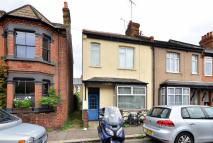 1 bedroom Flat in Brook Road South...