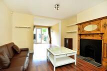 1 bedroom property in Gunnersbury Avenue...