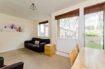 2 bedroom Flat in Beaconsfield Close...