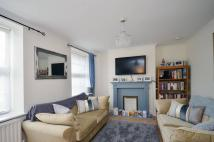 Flat to rent in Halton Road, Canonbury...