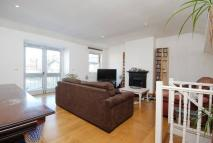 Flat to rent in Mountgrove Road...