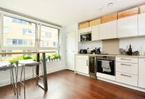 Studio apartment in Queensland Road...