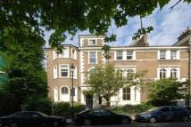 2 bedroom Flat in Highbury Crescent...
