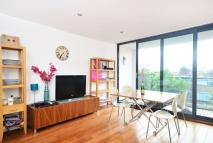 Flat for sale in De Beauvoir Crescent...
